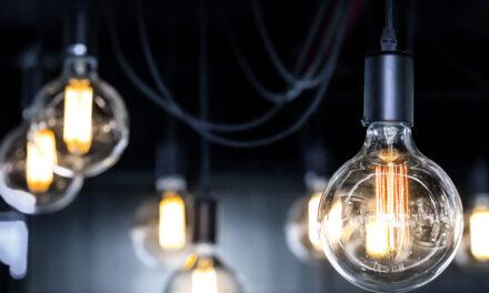 Oświetlenie w mieszkaniu – jak dobrać barwę światła?